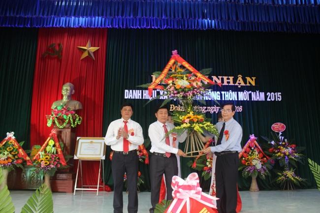 Đoàn Thượng đón bằng công nhận xã đạt chuẩn Nông thôn mới năm 2015